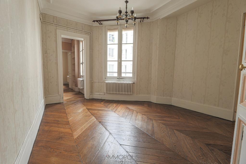 Rue des Abbesses- 3 pièces à rénover 3