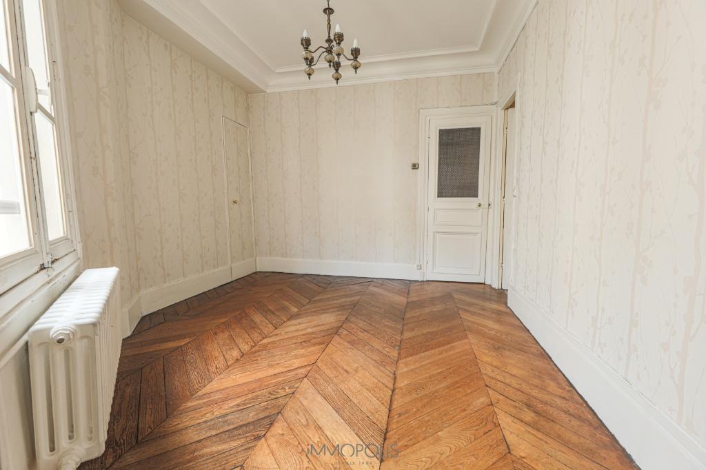 Rue des Abbesses- 3 pièces à rénover 5