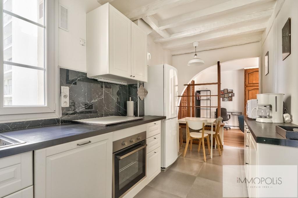 ANGLE RUE FRANCOEUR/RUE DES SAULES – 2 pièces en étage élévé. 3