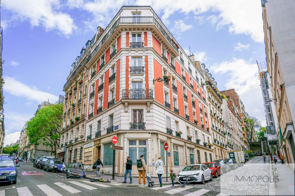 ANGLE RUE FRANCOEUR/RUE DES SAULES – 2 pièces en étage élévé. 6