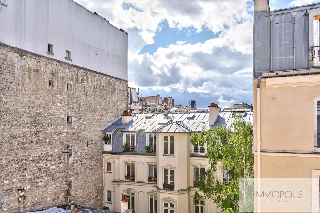 ANGLE RUE FRANCOEUR/RUE DES SAULES – 2 pièces en étage élévé. 7