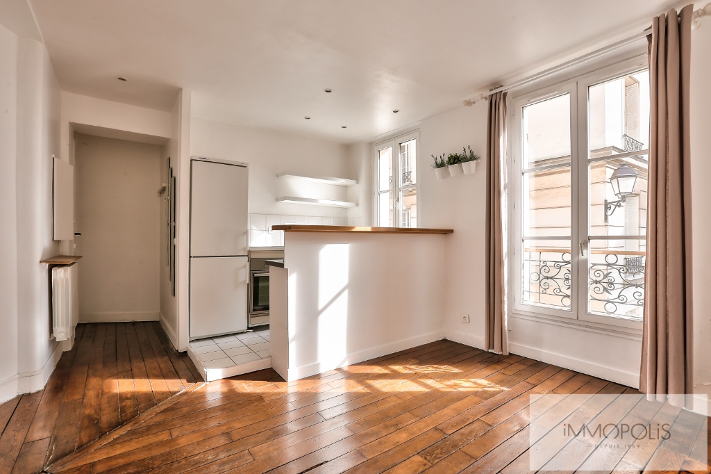 Paris XVIII two rooms of 32 m2 1