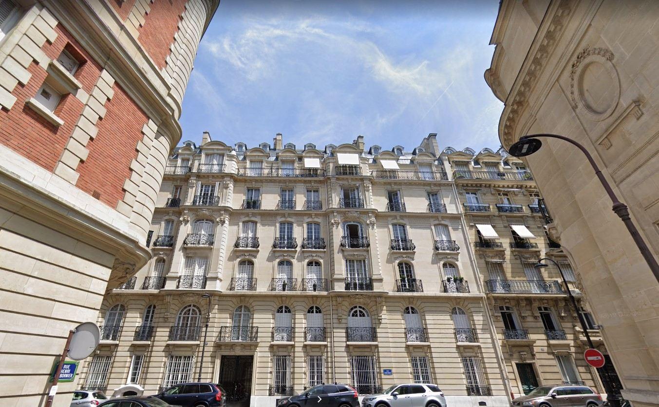 PARIS 16, quartier OCDE / Bois de Boulogne (secteur 2 lacs), chambre de service en dernier étage avec ascenseur de 8,60 M² au sol et de 21,72 M3 1