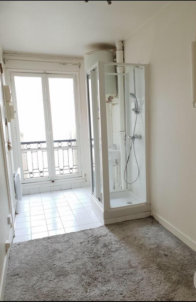 PARIS 16, quartier OCDE / Bois de Boulogne (secteur 2 lacs), chambre de service en dernier étage avec ascenseur de 8,60 M² au sol et de 21,72 M3 5