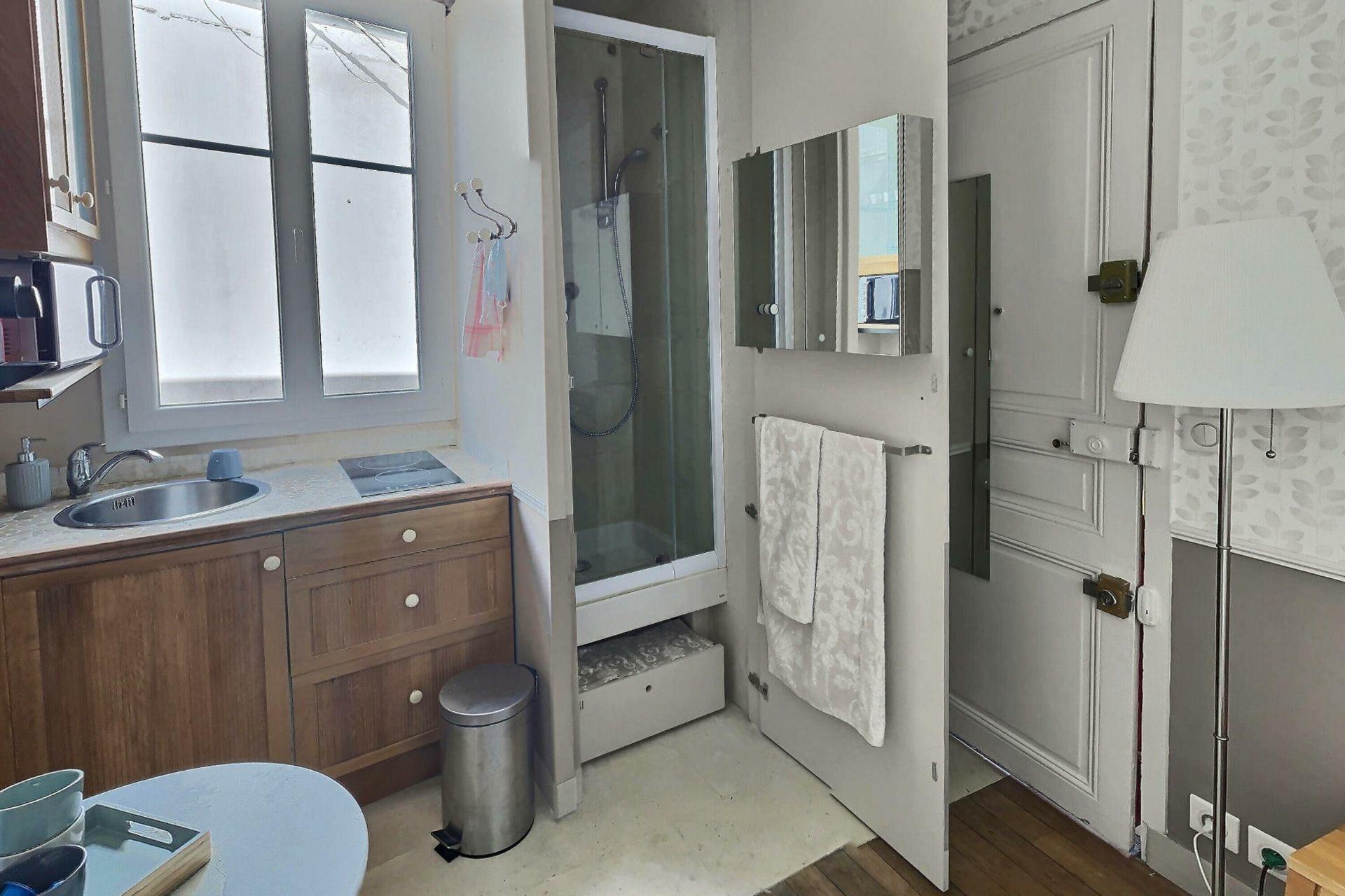 Chambre avec ascenseur rue Damrémont 1