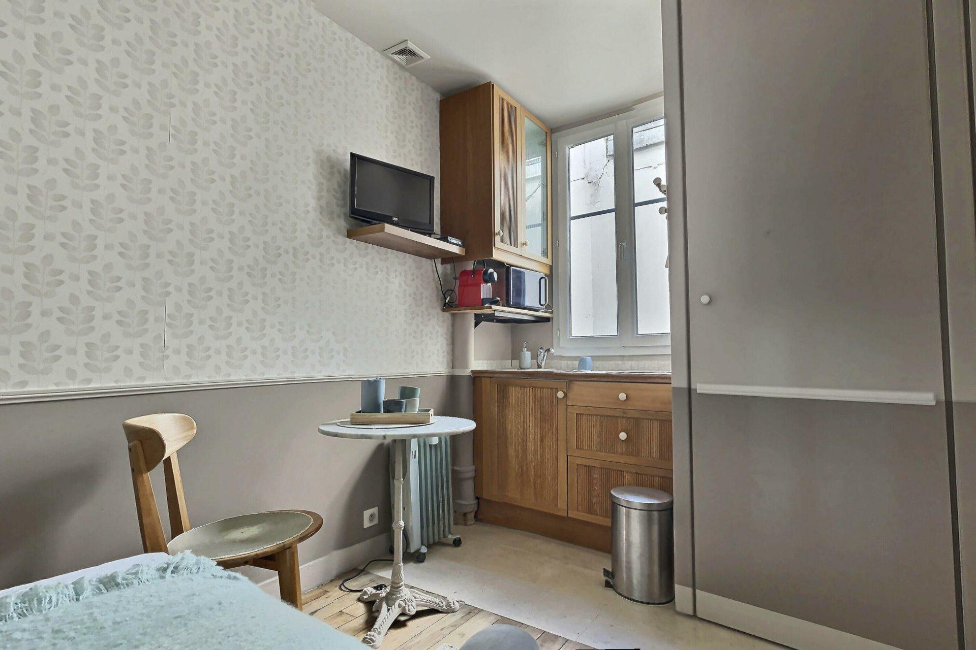 Chambre avec ascenseur rue Damrémont 3