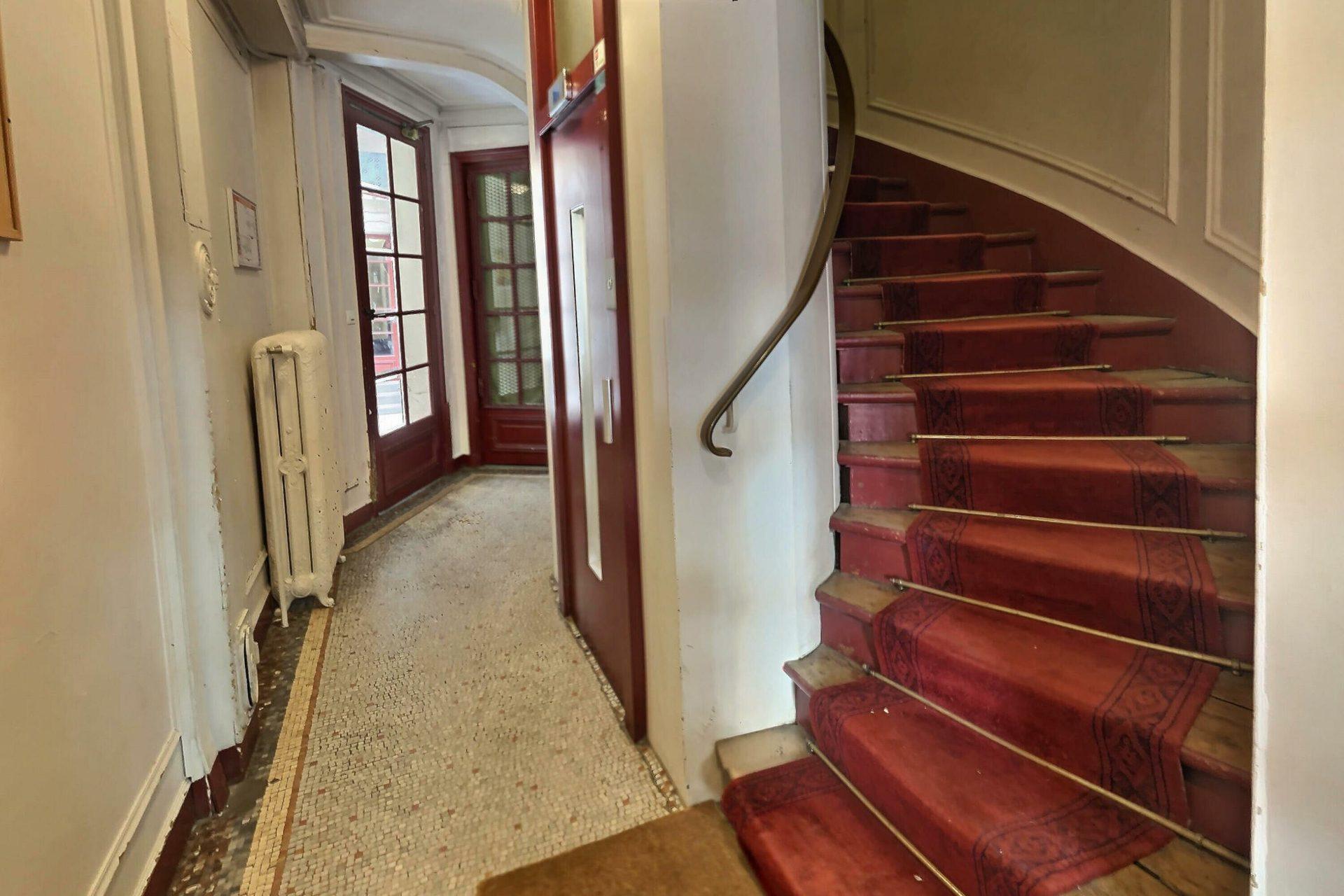 Chambre avec ascenseur rue Damrémont 8