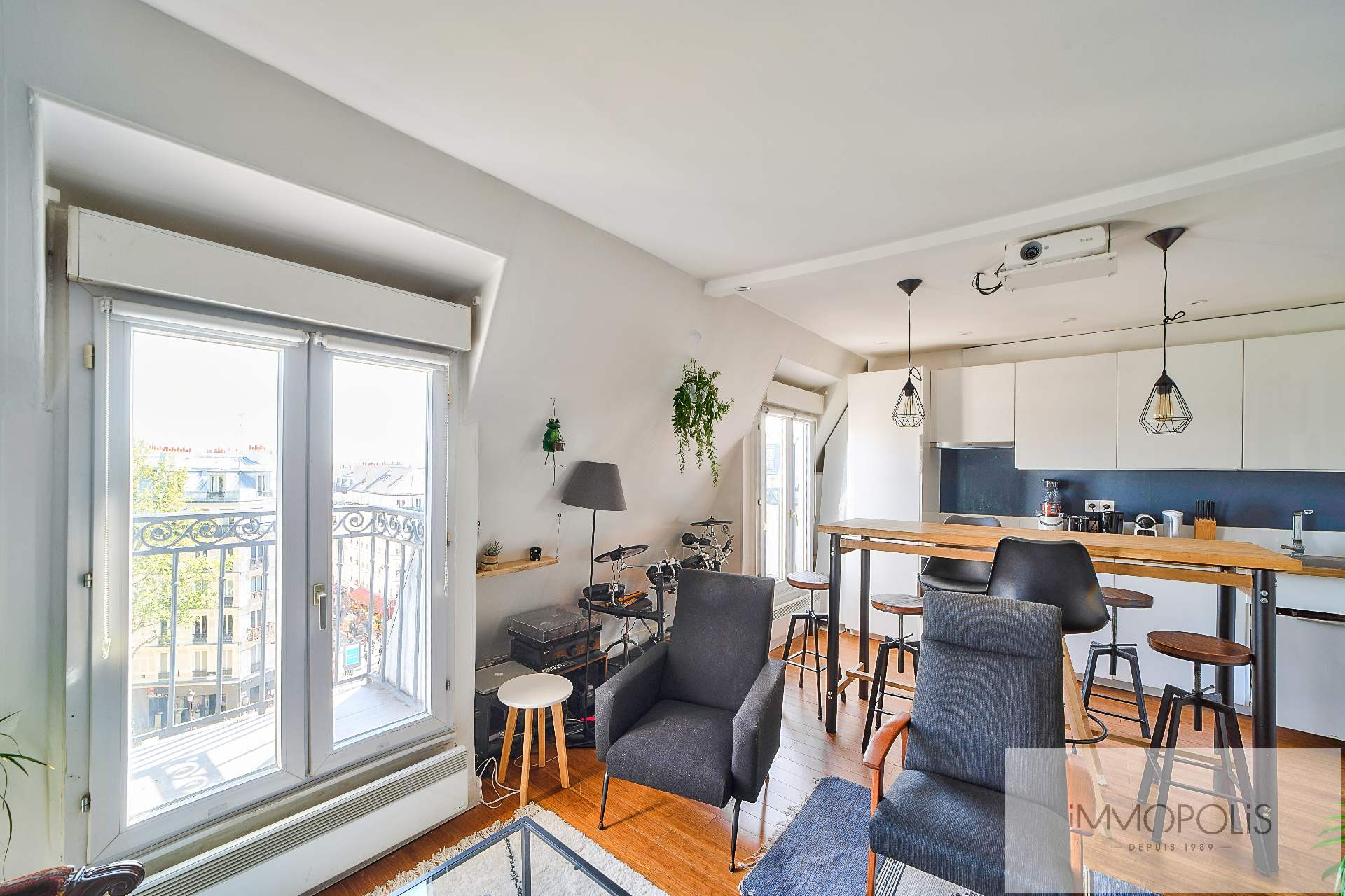Beautiful 2 rooms in 6th and last floor not overlooked, full sun, with 2 balconies! 5