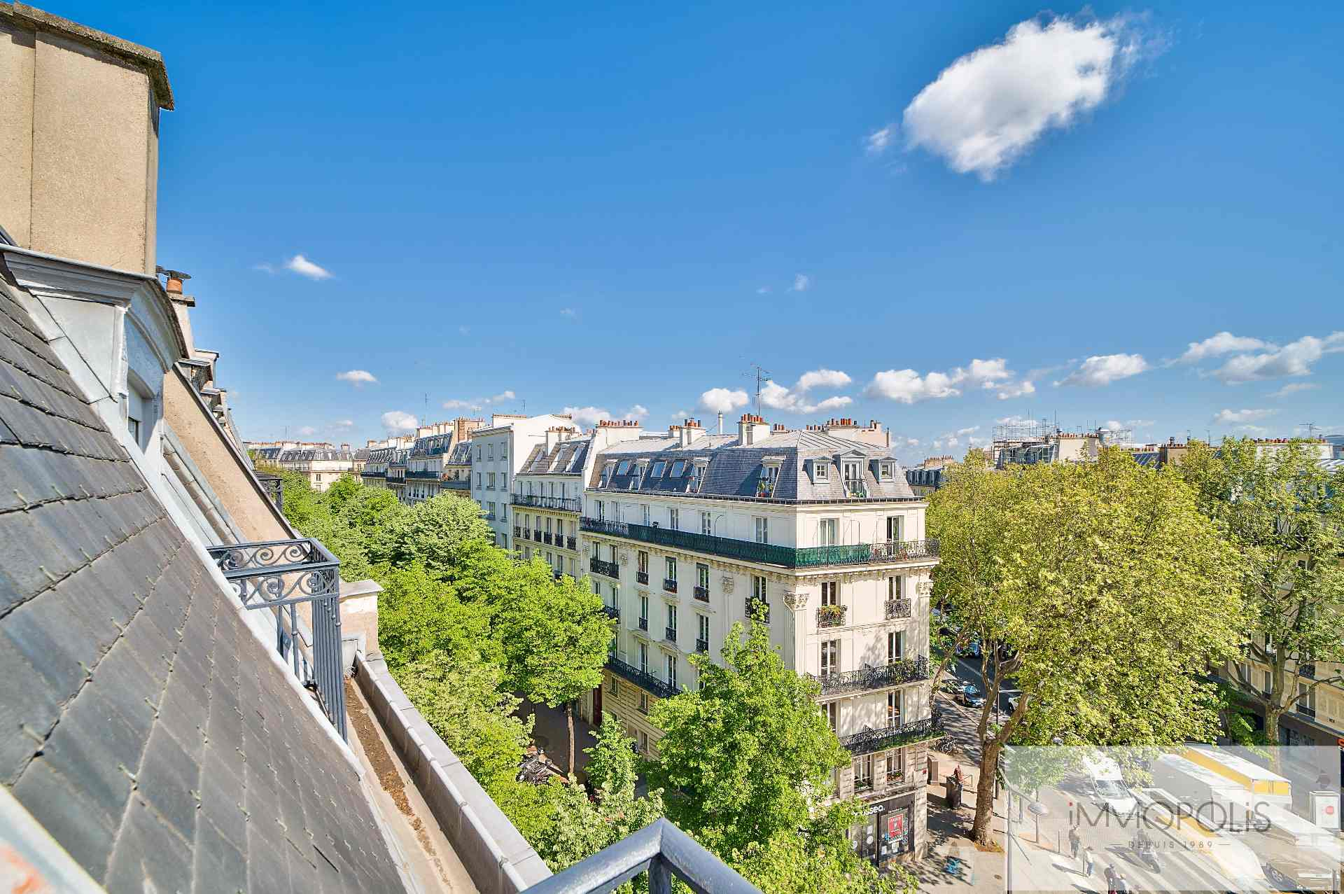 Beautiful 2 rooms in 6th and last floor not overlooked, full sun, with 2 balconies! 6