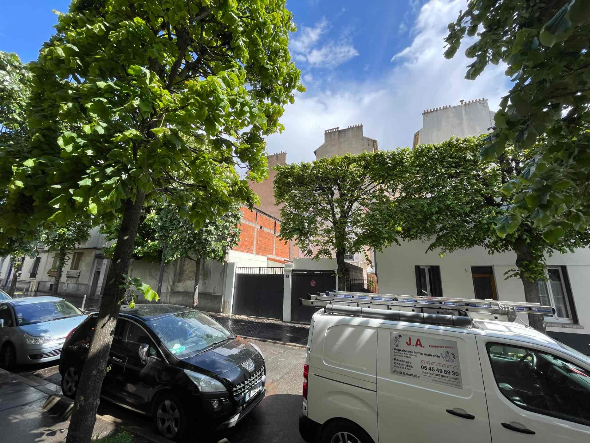 Saint Ouen, quartier Michelet / Dr Bauer, dans rue arborée calme, magnifique souplex «comme une maison» 1