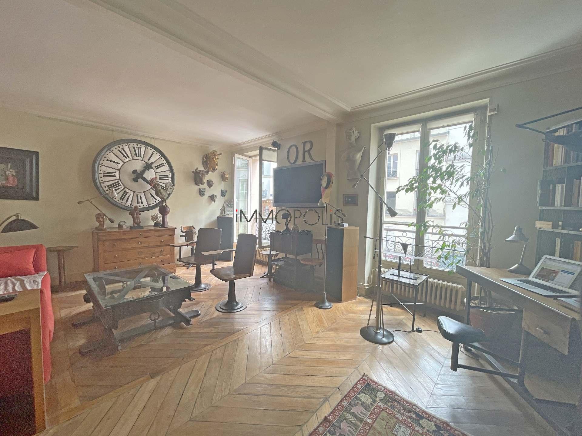 3 rooms Rue Ravignan duplex + room of service! 1