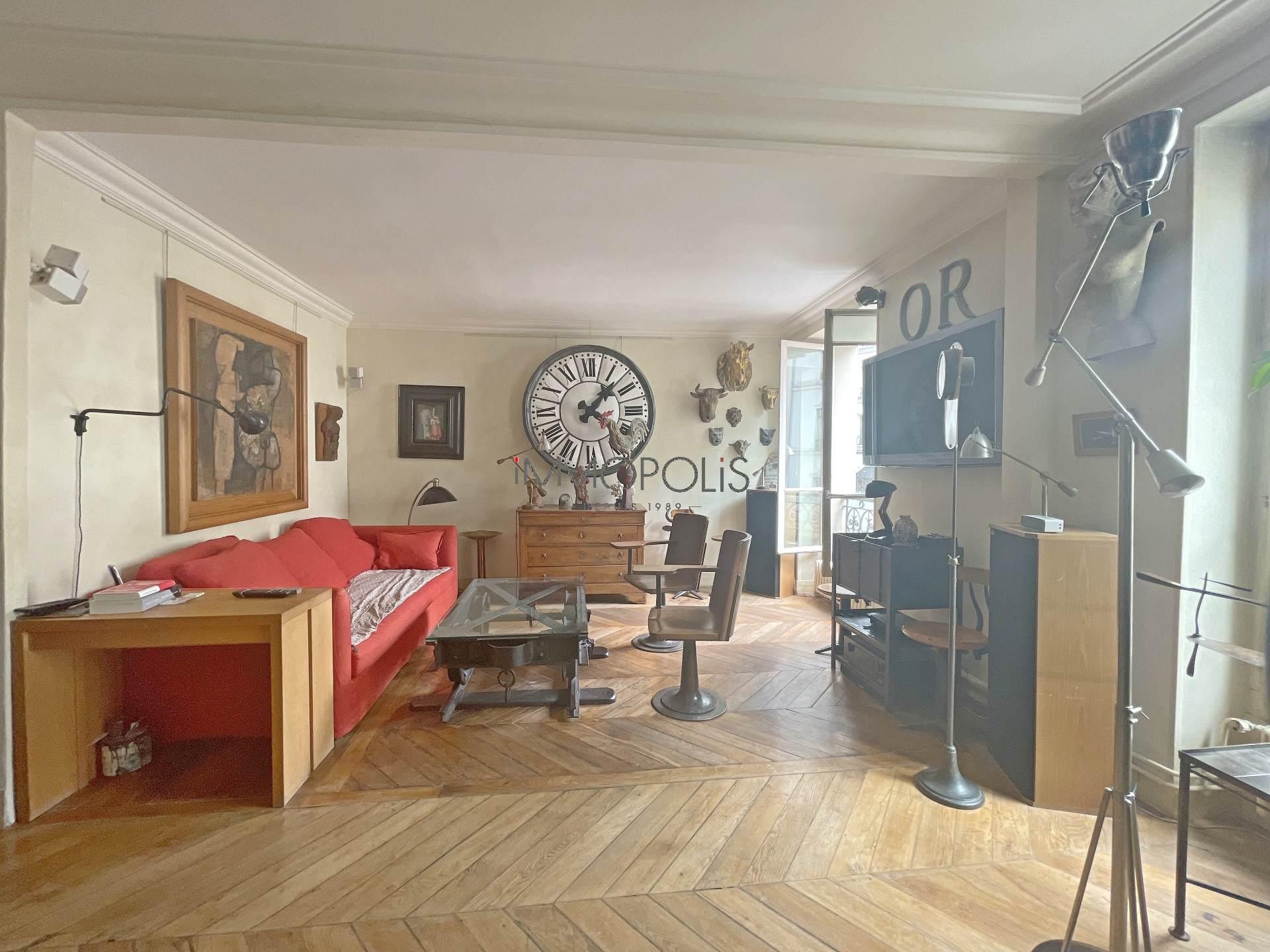 3 rooms Rue Ravignan duplex + room of service! 2