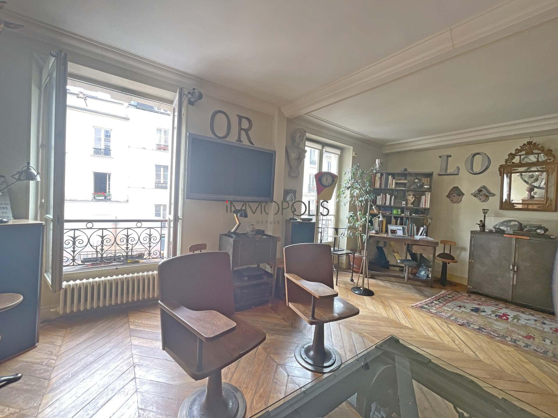 3 rooms Rue Ravignan duplex + room of service! 3
