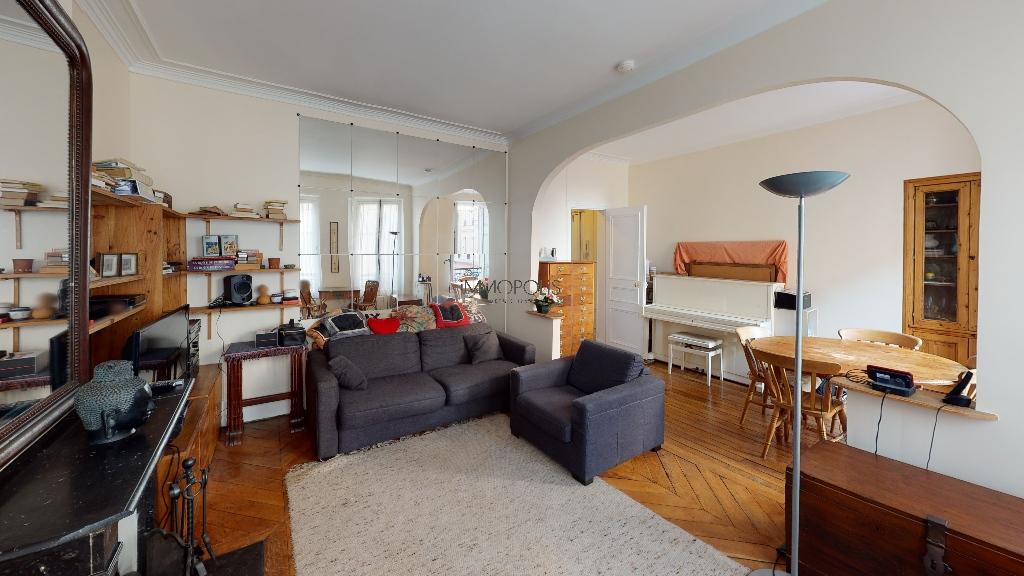 Montmartre / Abbesses, beau 3/4 pièces clair et calme ayant un double séjour au vis à vis dégagé ! 3