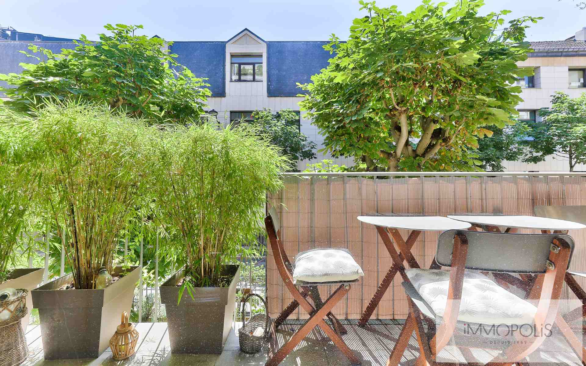 Neighborhood district (near Bridge de Neuilly): Beautiful apartment crossing on very quiet street and on gardens, with two terraces, cellar and parking! 9