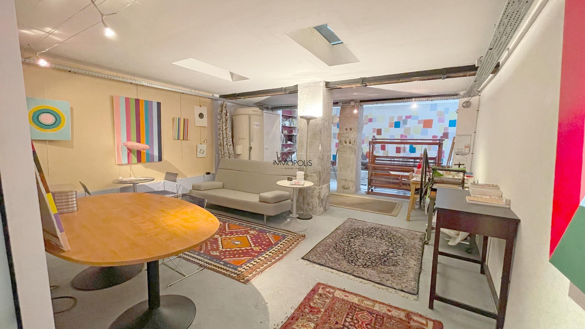 LOFT / completely atypical artist workshop, in open-space on three levels with two windows overlooking quiet courtyard! 3