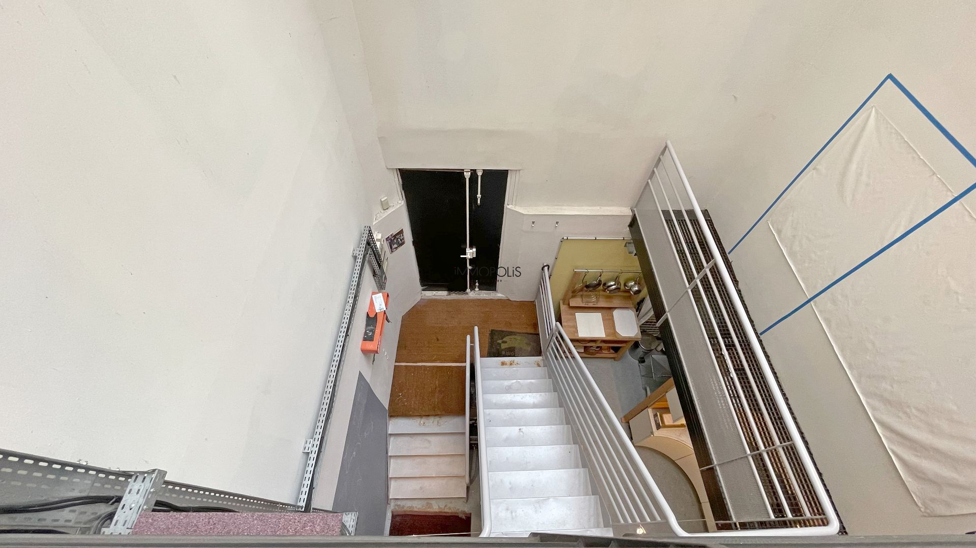 LOFT / completely atypical artist workshop, in open-space on three levels with two windows overlooking quiet courtyard! 6