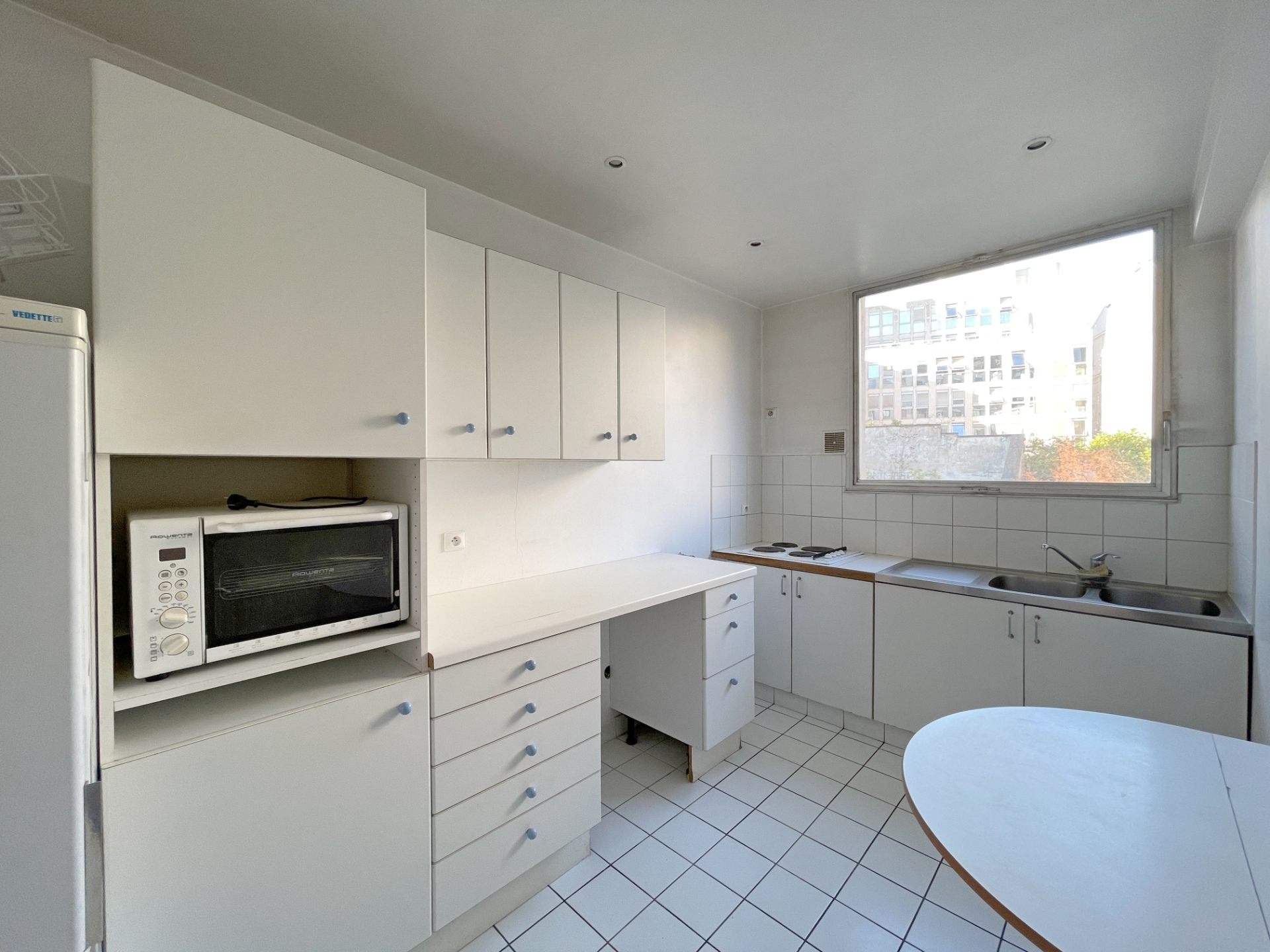 Neighborhood district (near Bridge de Neuilly): Beautiful apartment crossing on very quiet street and on gardens, with two terraces, cellar and parking! 6