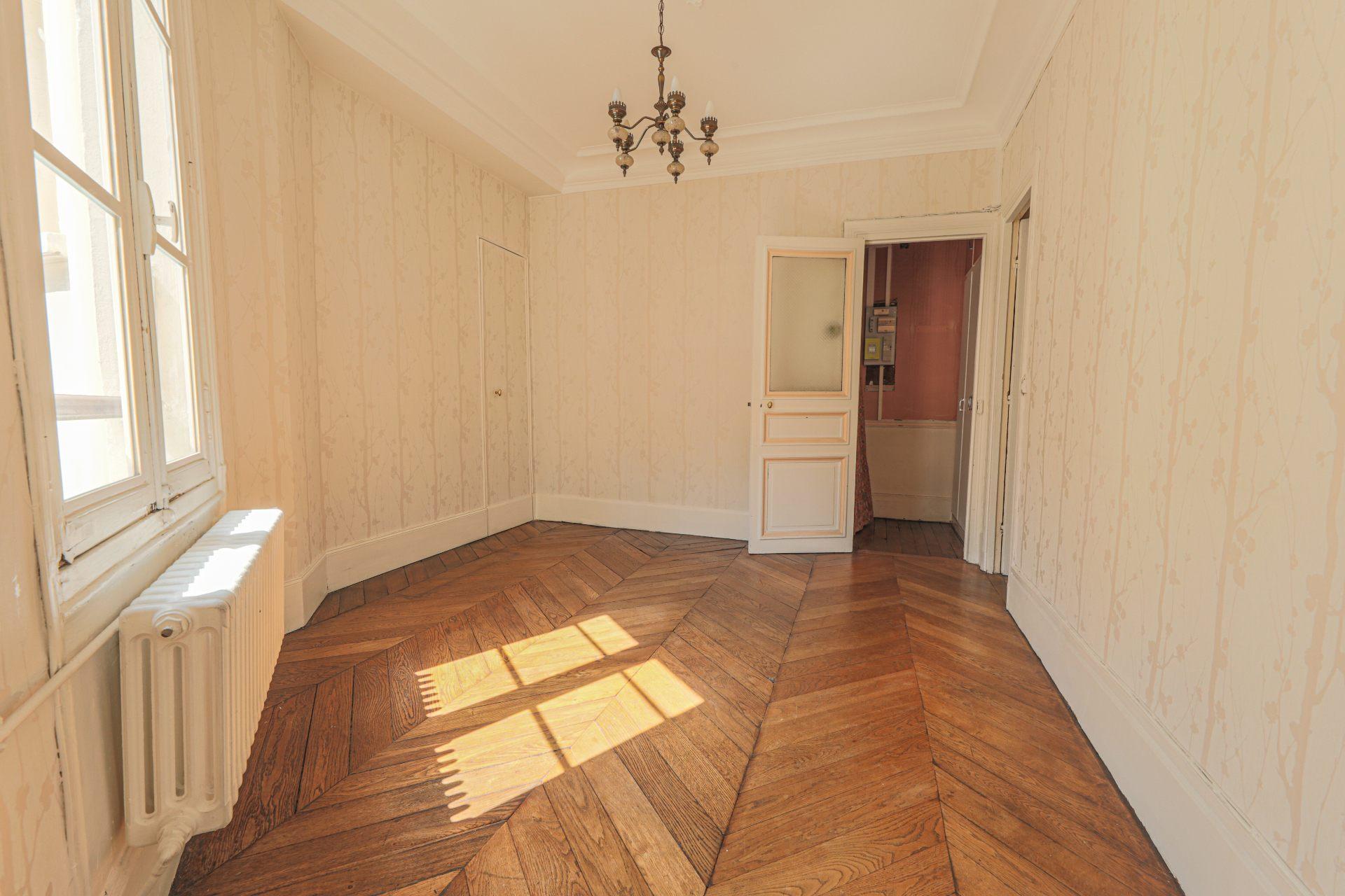 Rue des Abbesses- 3 pièces à rénover 2