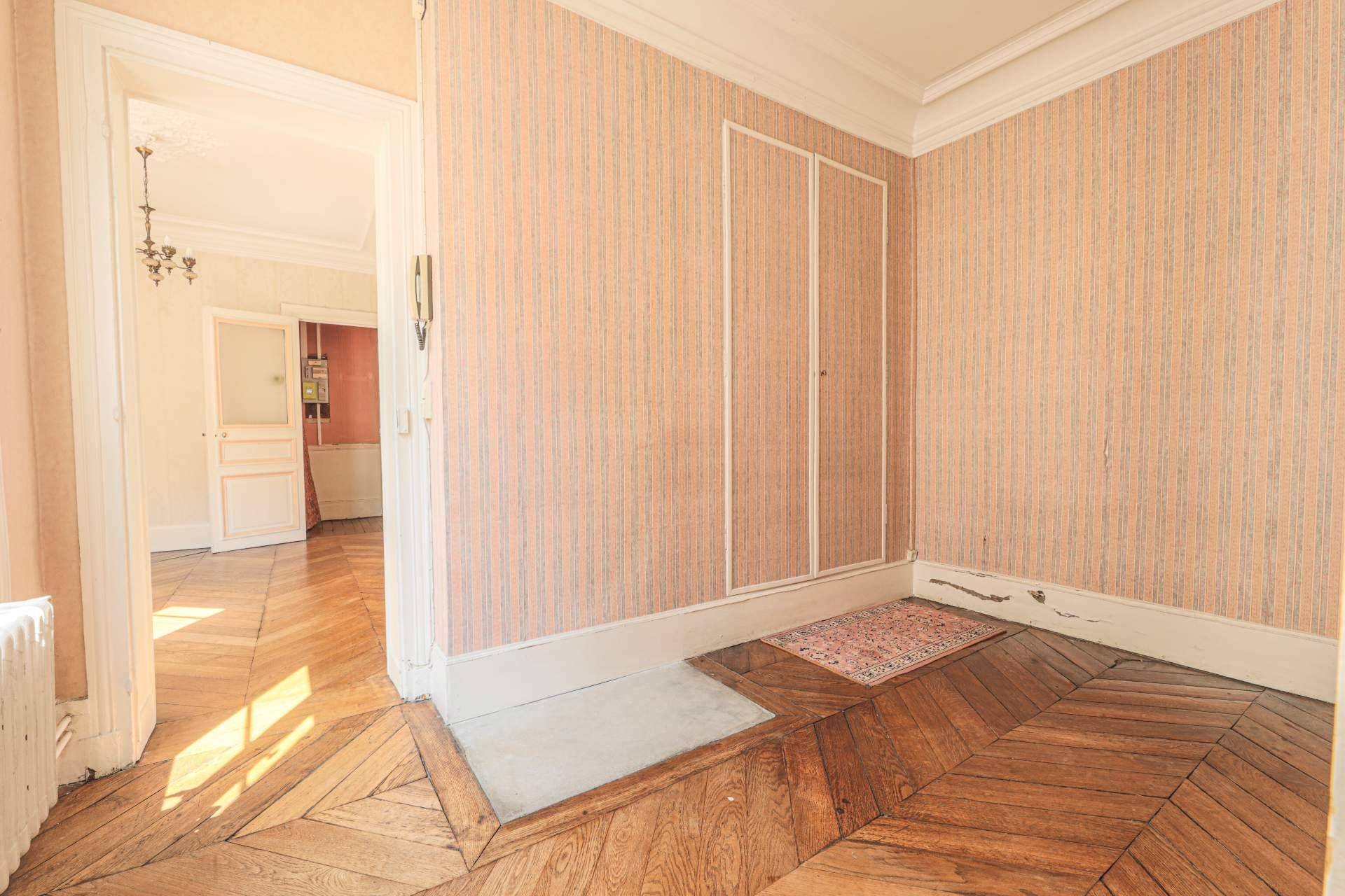 Rue des Abbesses- 3 pièces à rénover 6