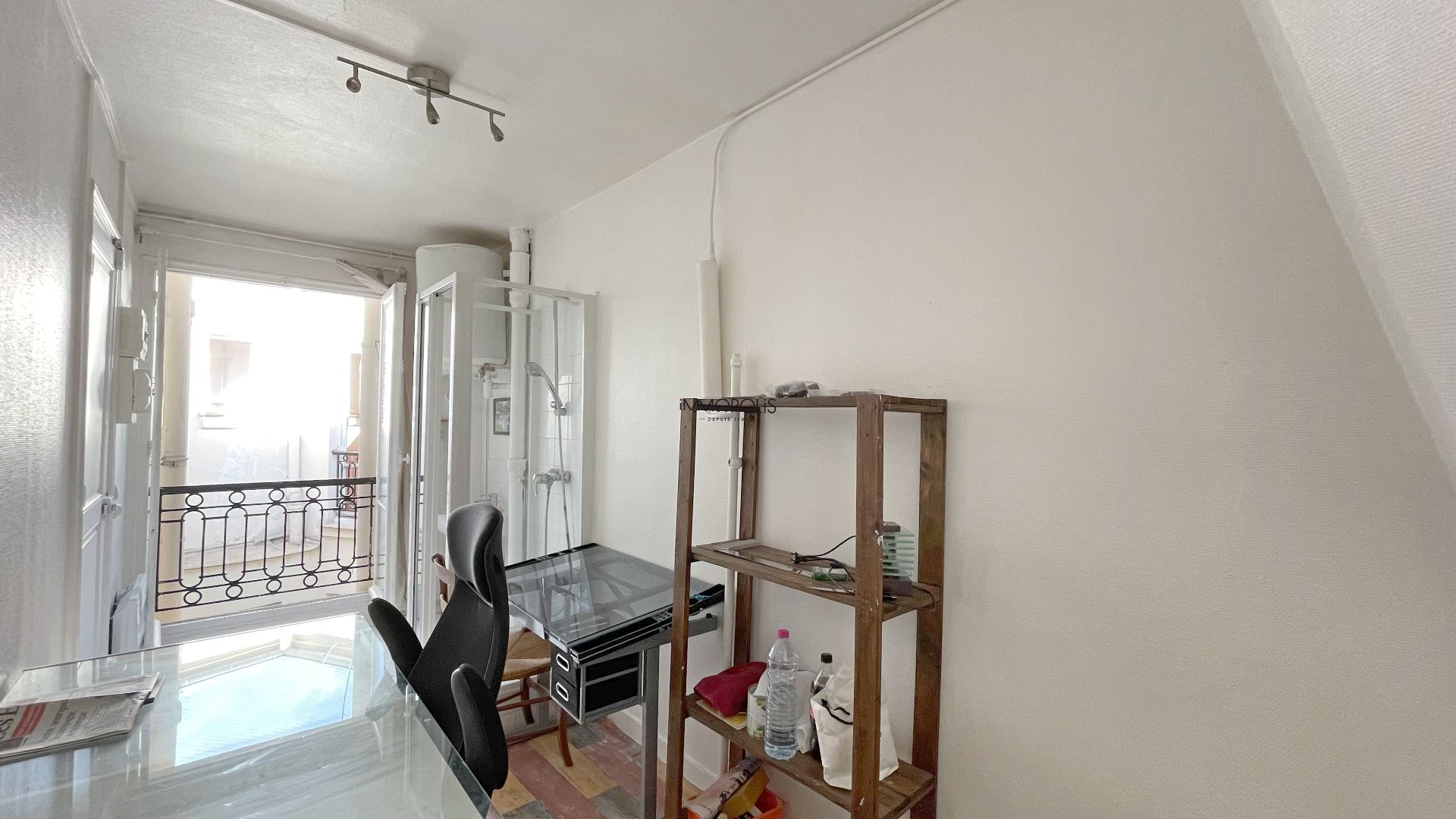 Paris 16, OECD District / Bois de Boulogne (Sector 2 Lakes), Upload room on top floor with elevator of 8.60 m² on the ground and 21.72 m3 1