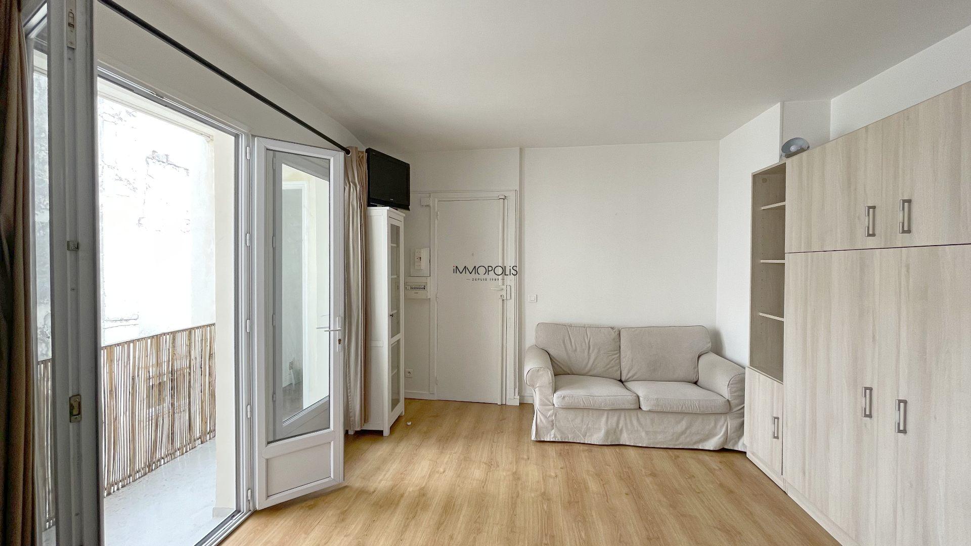 Very rare: in full Montmartre studio on top floor not overlooked with terrace! 1