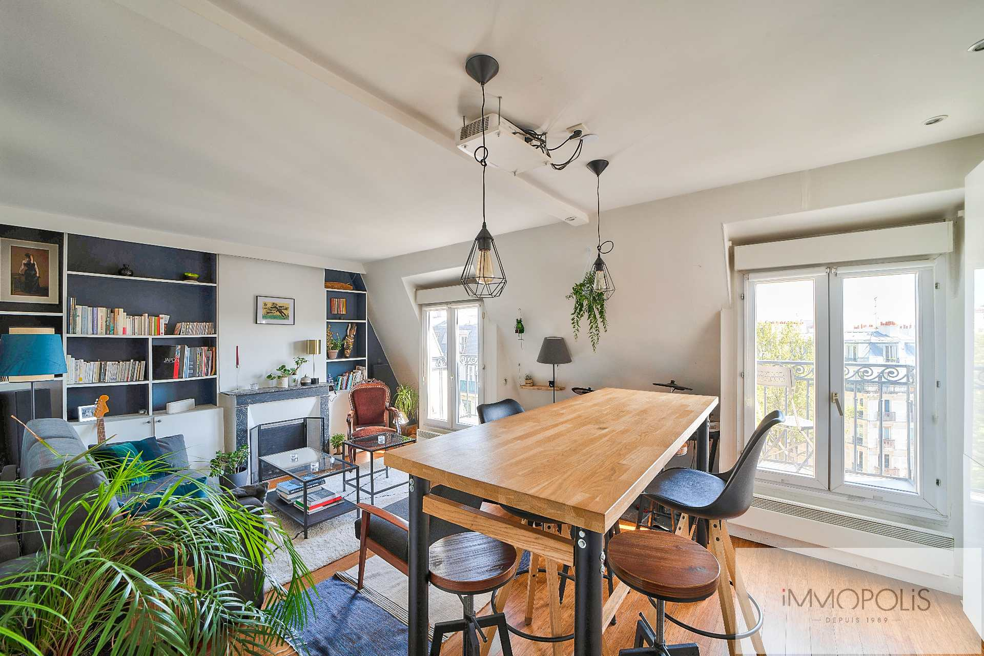 Beautiful 2 rooms in 6th and last floor not overlooked, full sun, with 2 balconies! 3