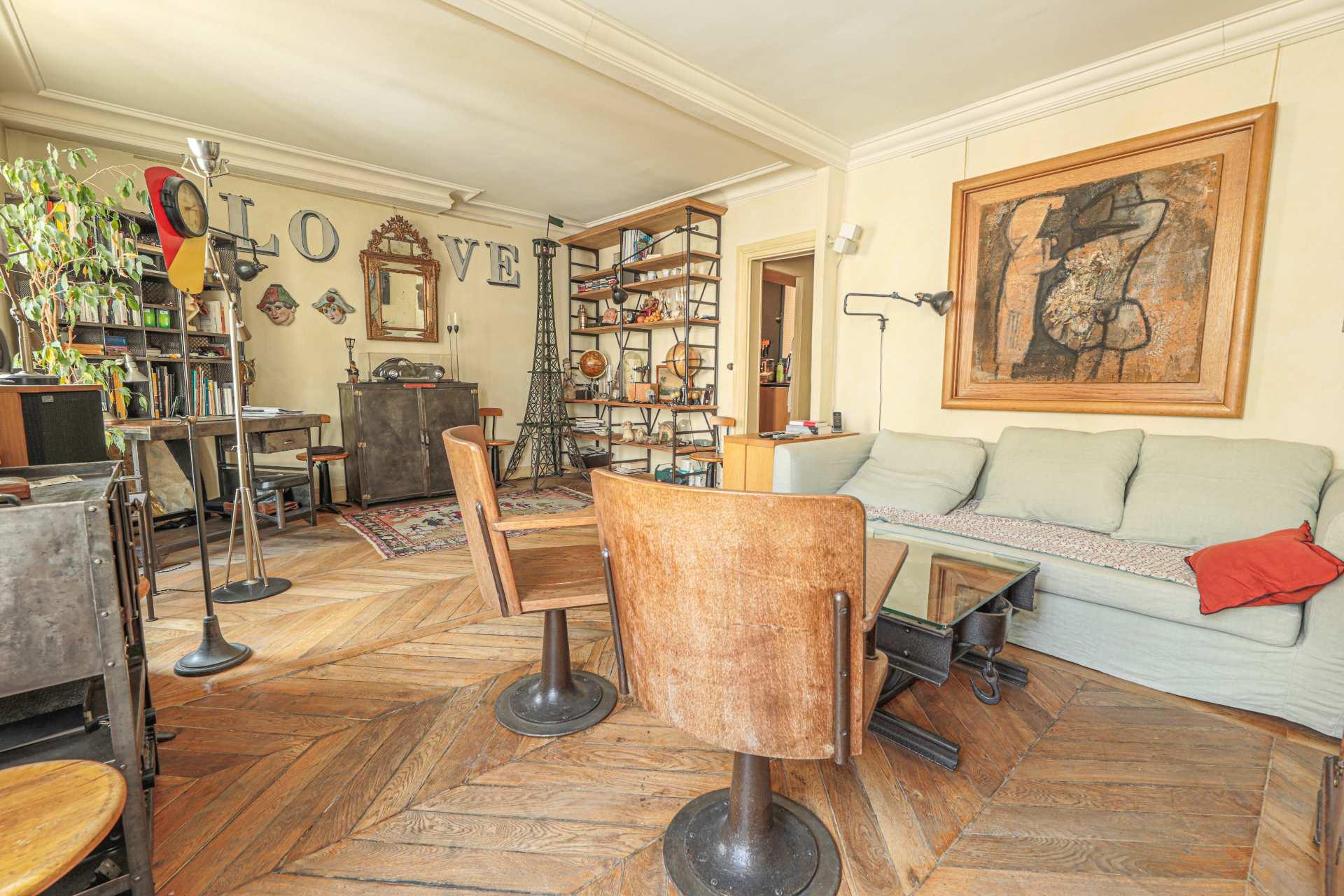 Two rooms in Montmartre (Rue Ravignan) duplex 1
