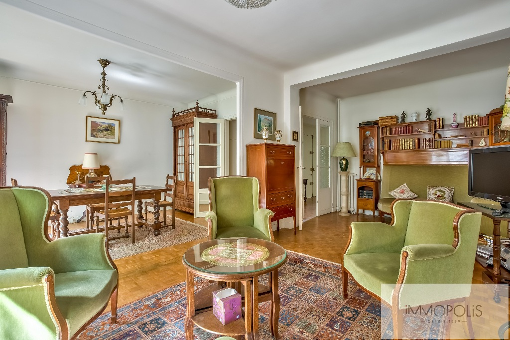 Montmartre, rue Caulaincourt, beautiful apartment of 76 m² in 2nd floor with elevator, beautiful volumes! 3