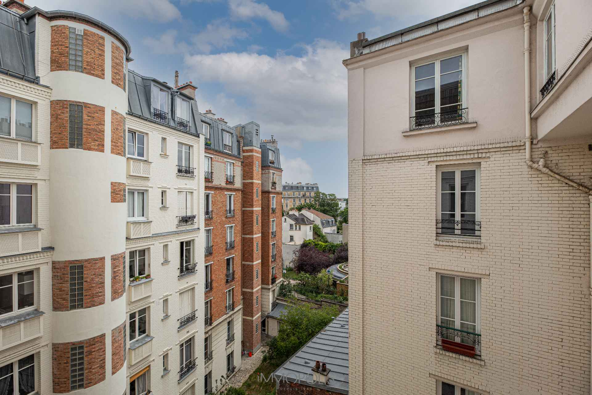 Avenue Junot en plein coeur de Montmartre. 2