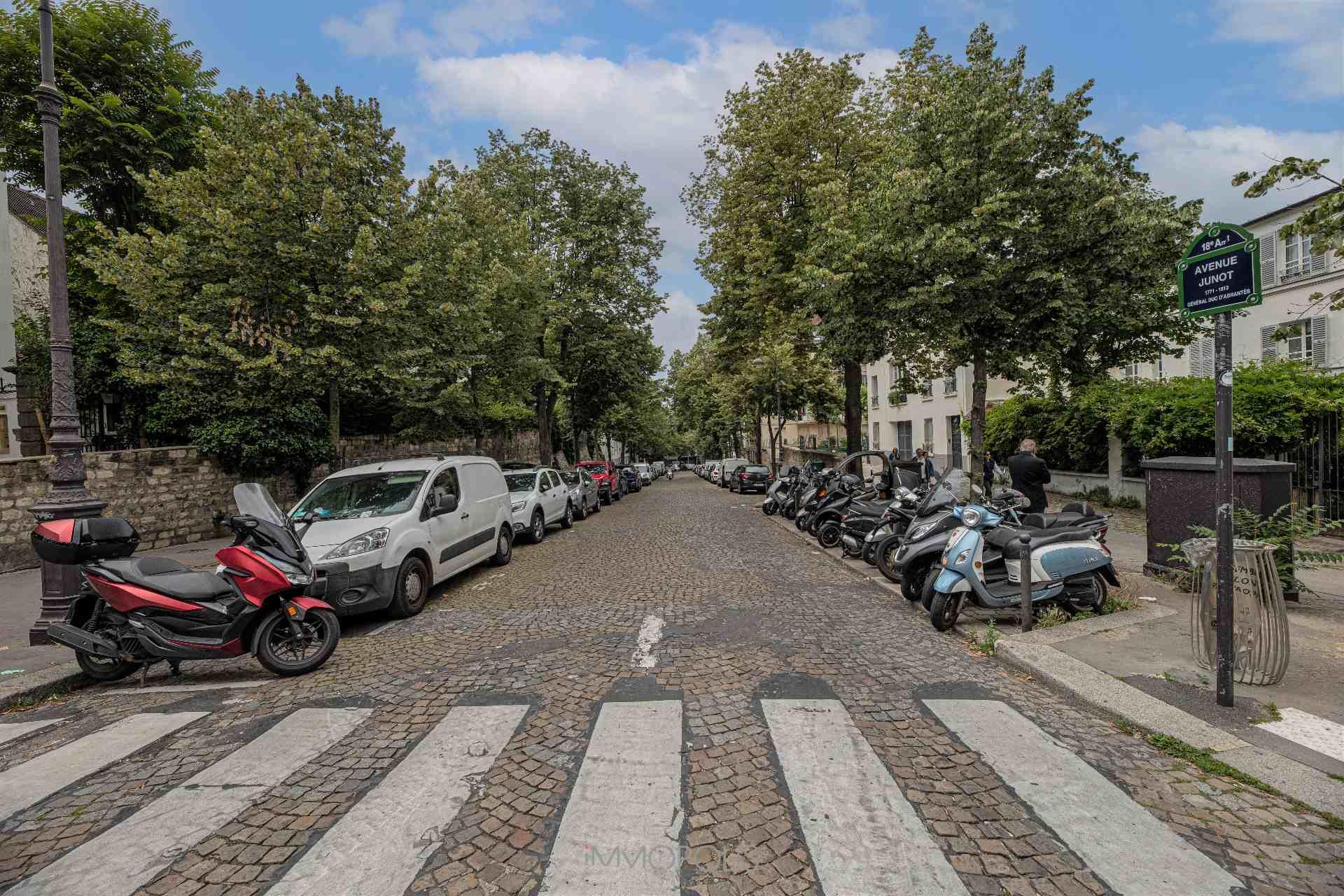 Avenue Junot en plein coeur de Montmartre. 9