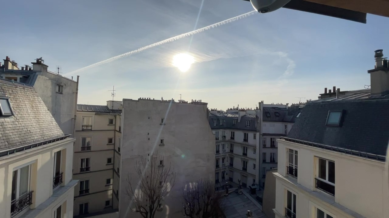 Europe district (rue Clapeyron in the 8th arrondissement), Legally laudable studio of 9.88 m² Law Carrez located in a beautiful well maintained building 1