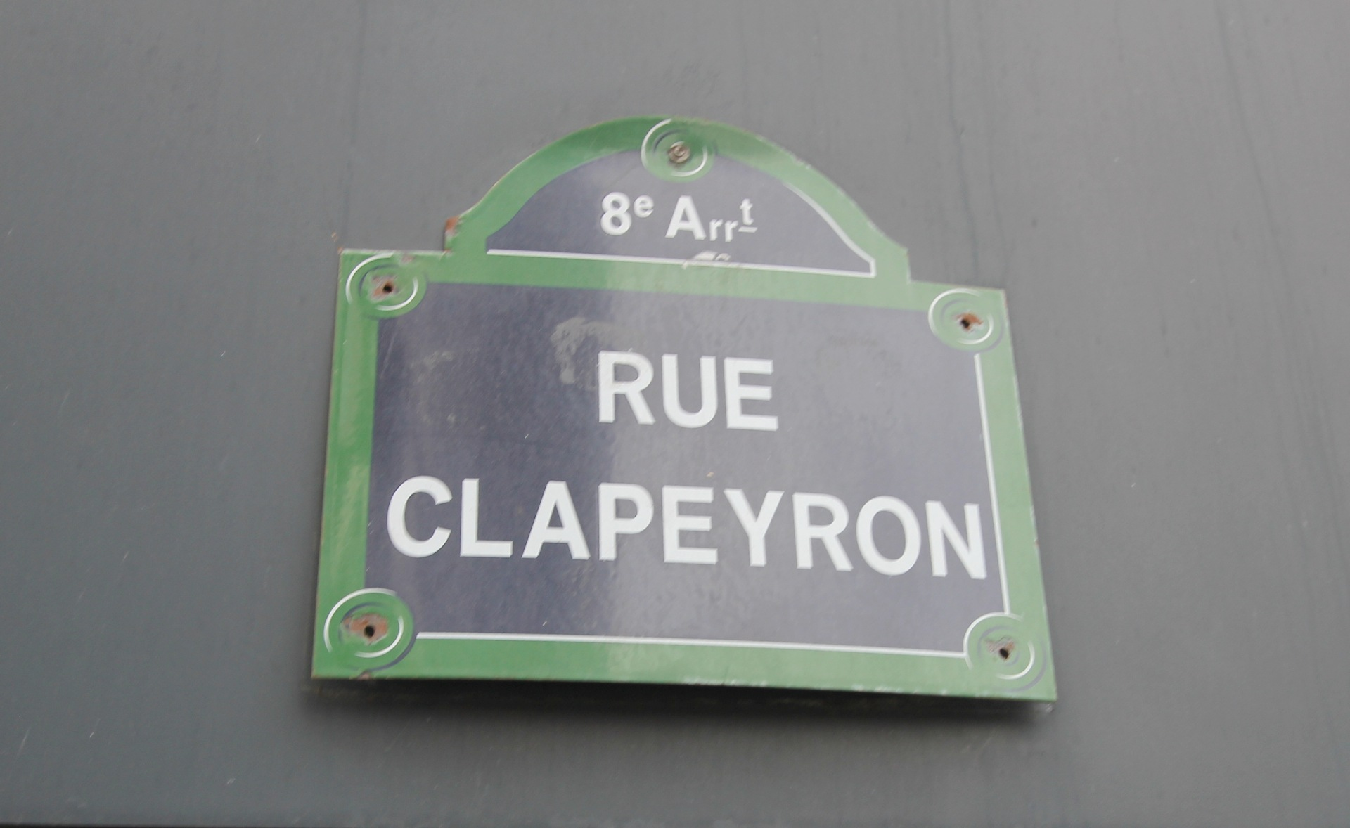 Europe district (rue Clapeyron in the 8th arrondissement), Legally laudable studio of 9.88 m² Law Carrez located in a beautiful well maintained building 3