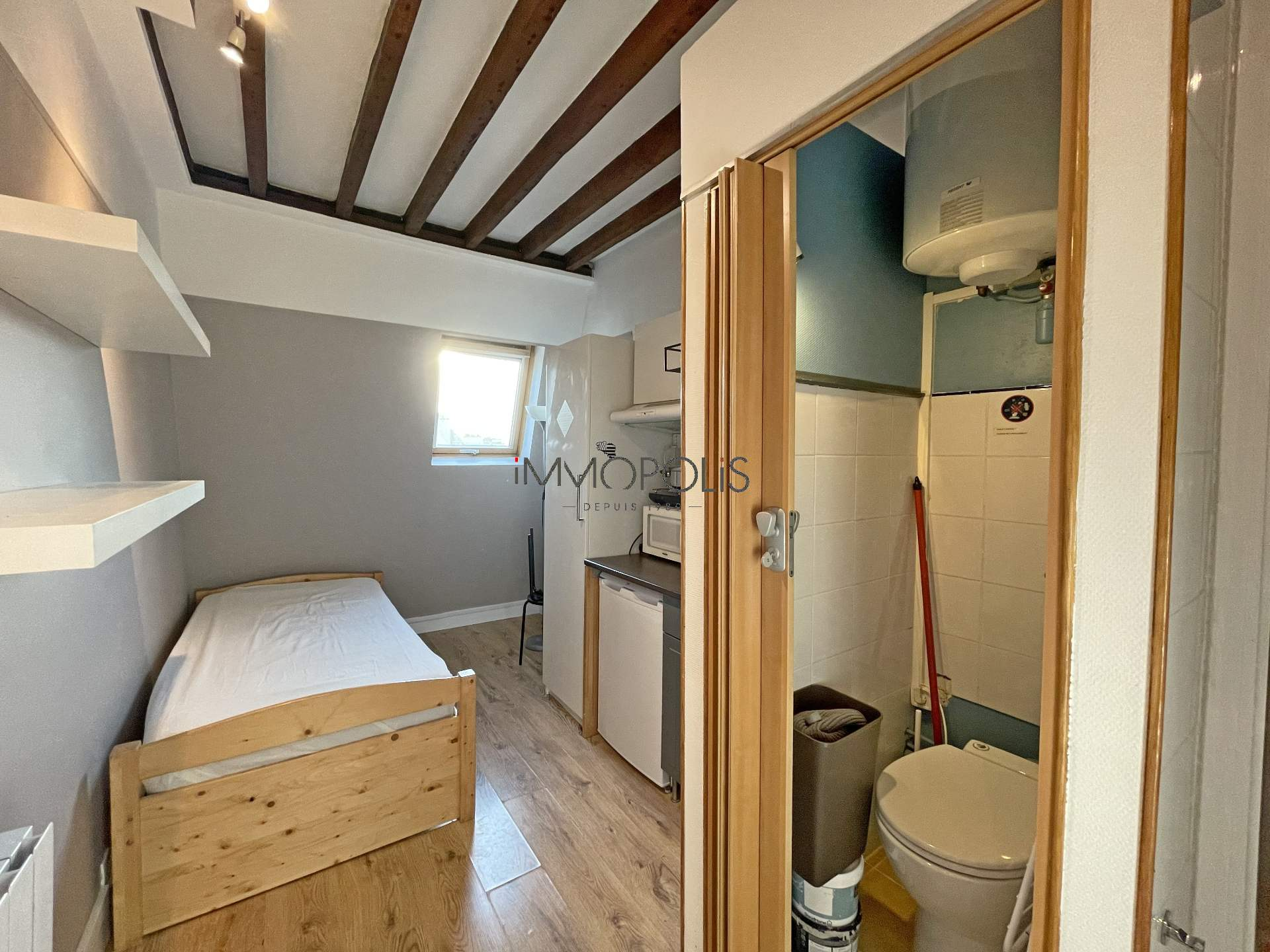 Europe district (rue Clapeyron in the 8th arrondissement), Legally laudable studio of 9.88 m² Law Carrez located in a beautiful well maintained building 6