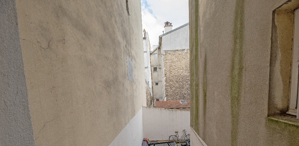 2 pièces sans vis à vis donnant sur la place Pigalle, exposition sud : quartier vivant et recherché ! 7