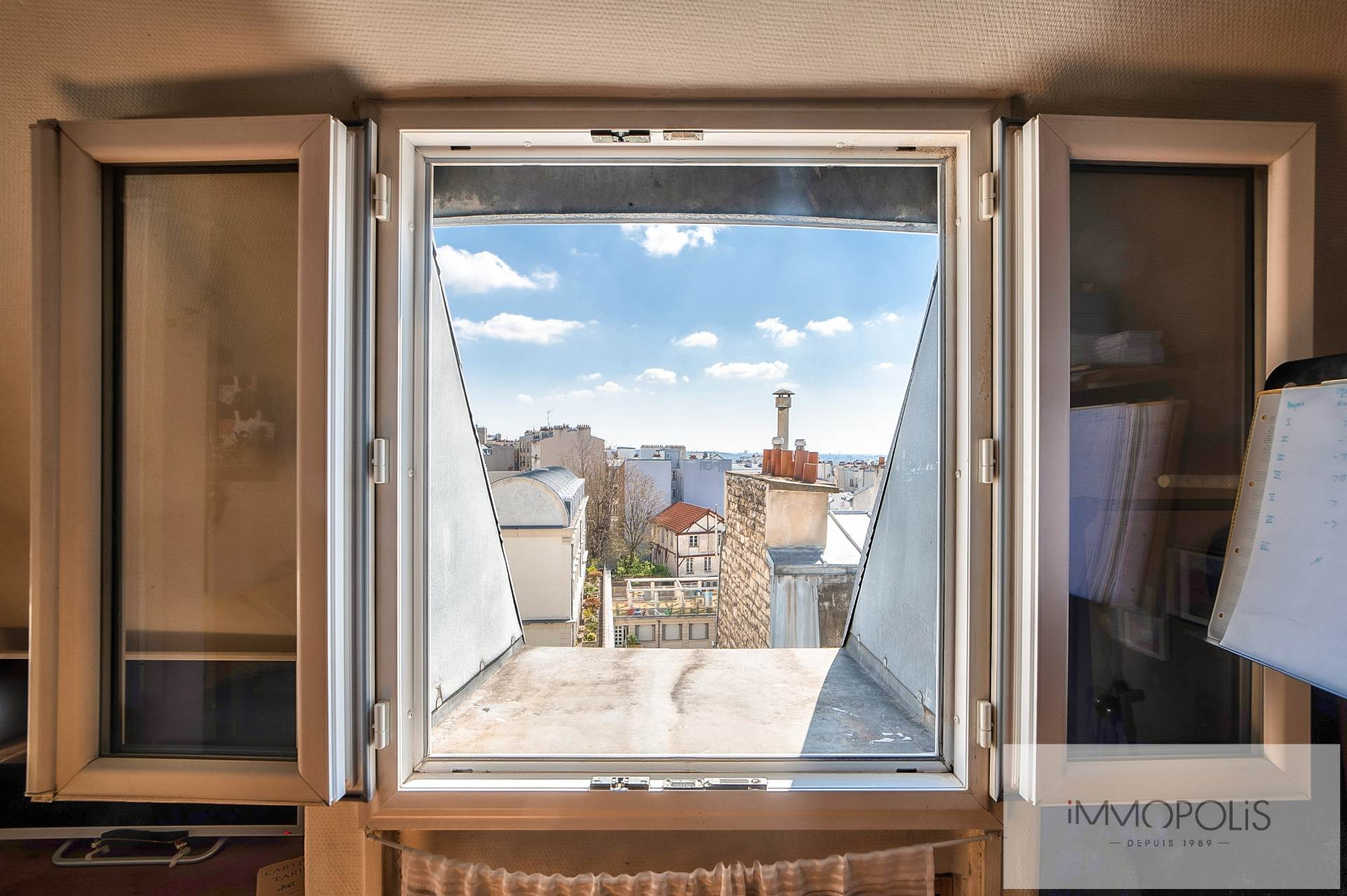 Beautiful 2 rooms at Abbesses with unobstructed view! 3