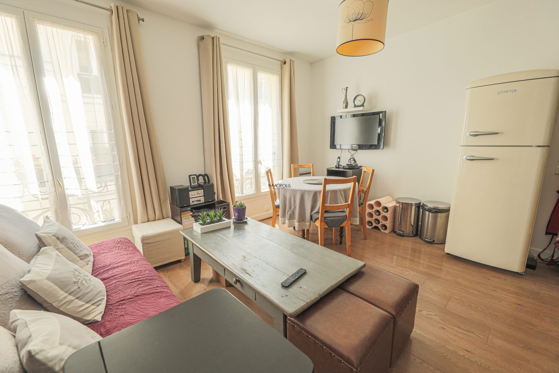 Beautiful 2 rooms Rue Berthe of 30 m2 in good condition with elevator and very compact plane 1