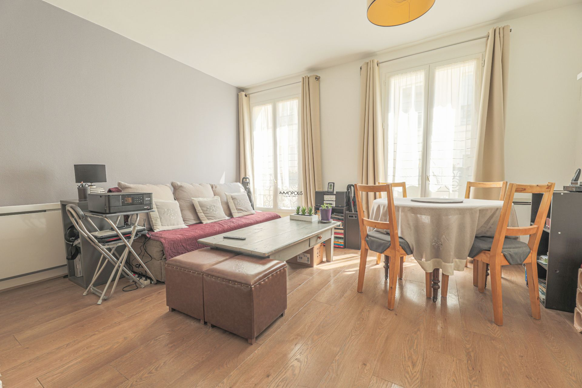 Beautiful 2 rooms Rue Berthe of 30 m2 in good condition with elevator and very compact plane 2