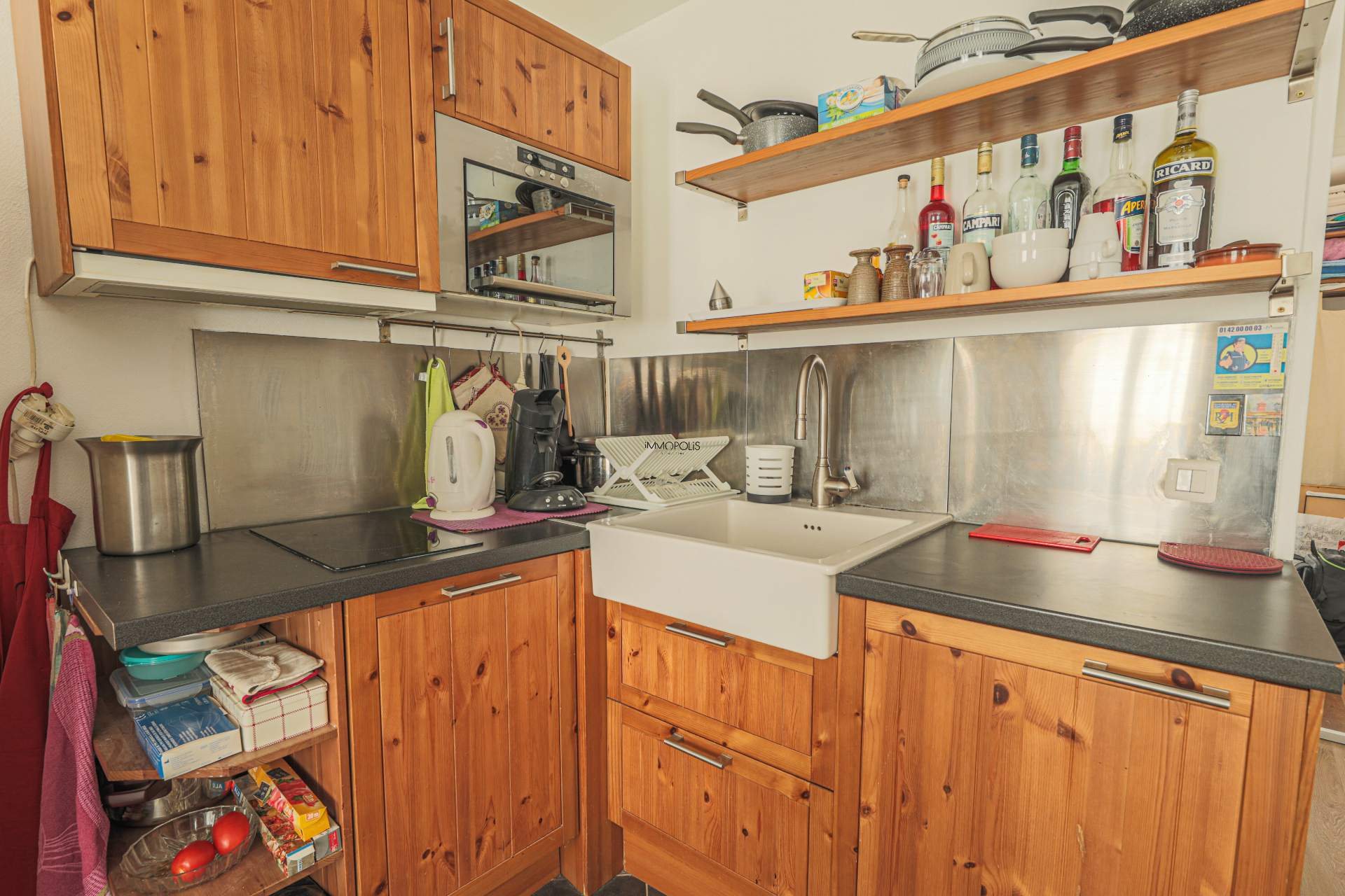 Beautiful 2 rooms Rue Berthe of 30 m2 in good condition with elevator and very compact plane 4