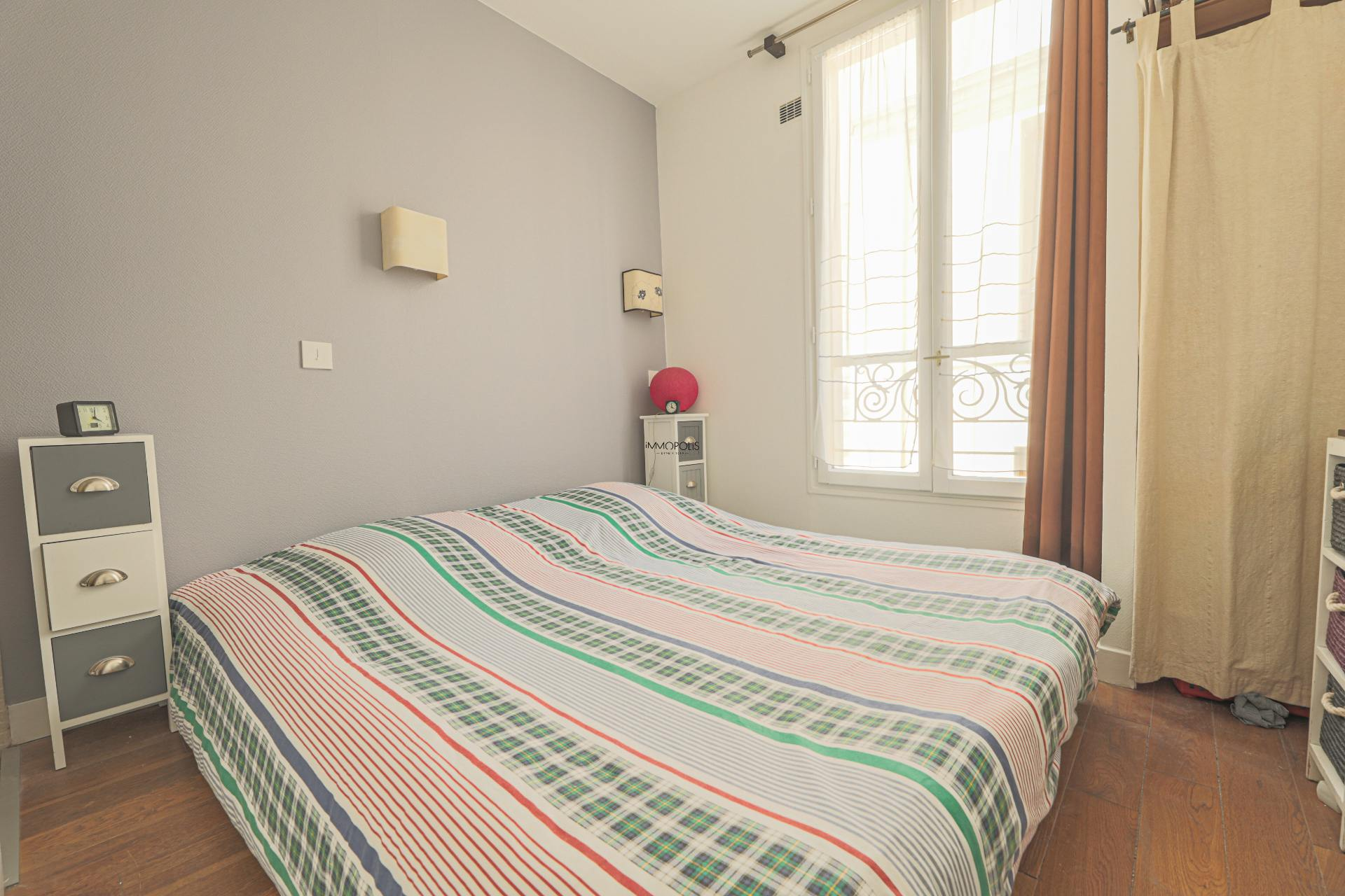 Beautiful 2 rooms Rue Berthe of 30 m2 in good condition with elevator and very compact plane 6