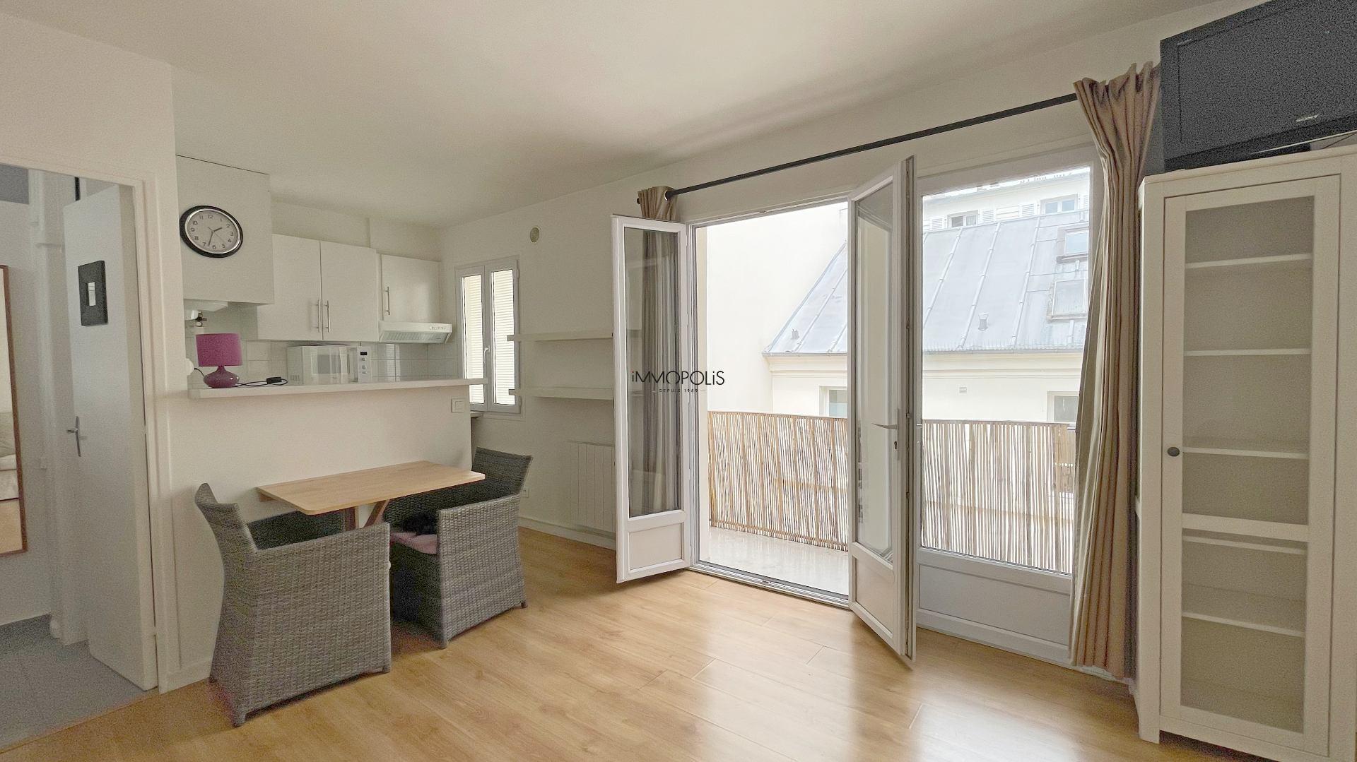 Bien rare : en plein Montmartre studio en dernier étage sans vis à vis avec TERRASSE ! 2