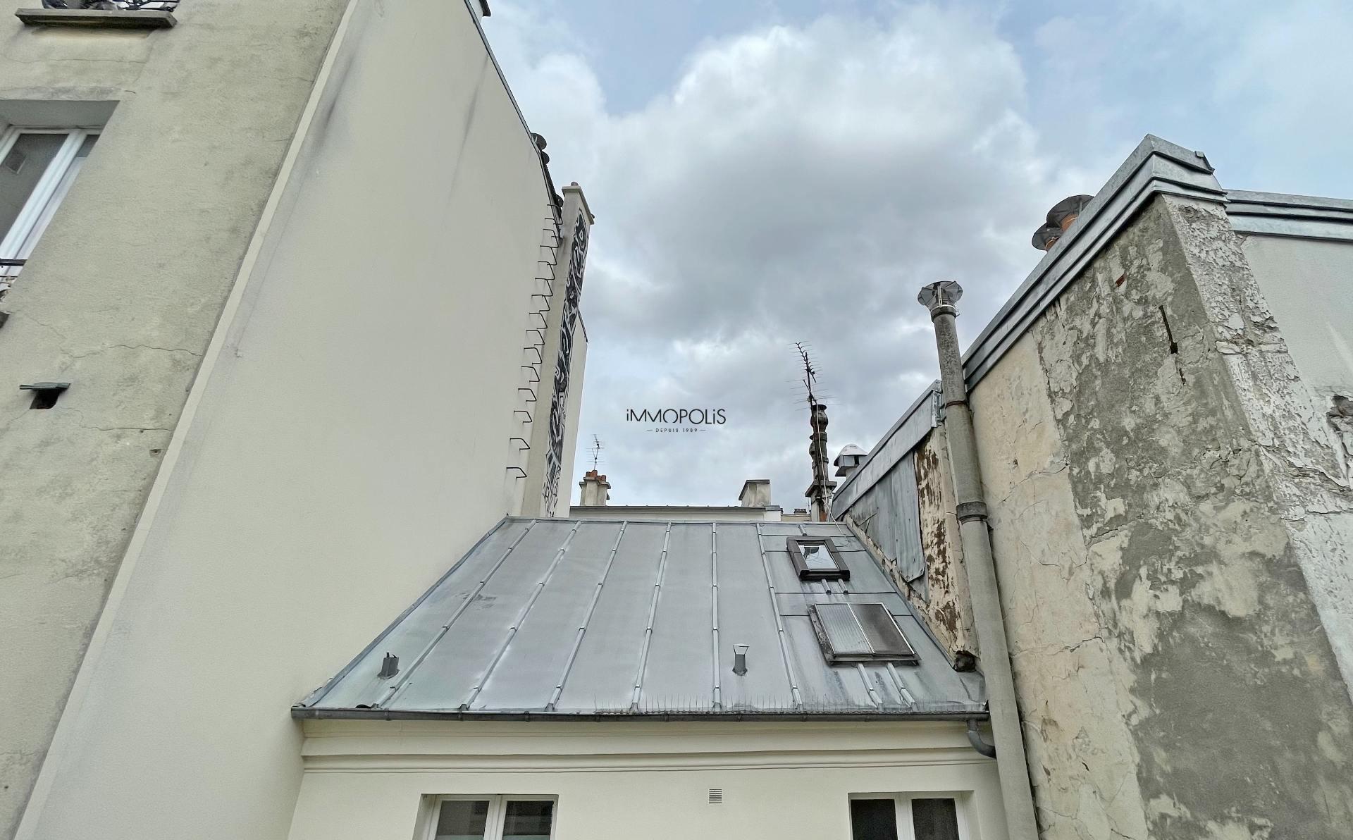 Bien rare : en plein Montmartre studio en dernier étage sans vis à vis avec TERRASSE ! 5