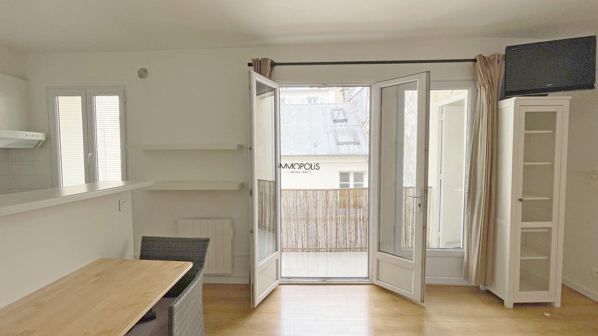 Bien rare : en plein Montmartre studio en dernier étage sans vis à vis avec TERRASSE ! 7
