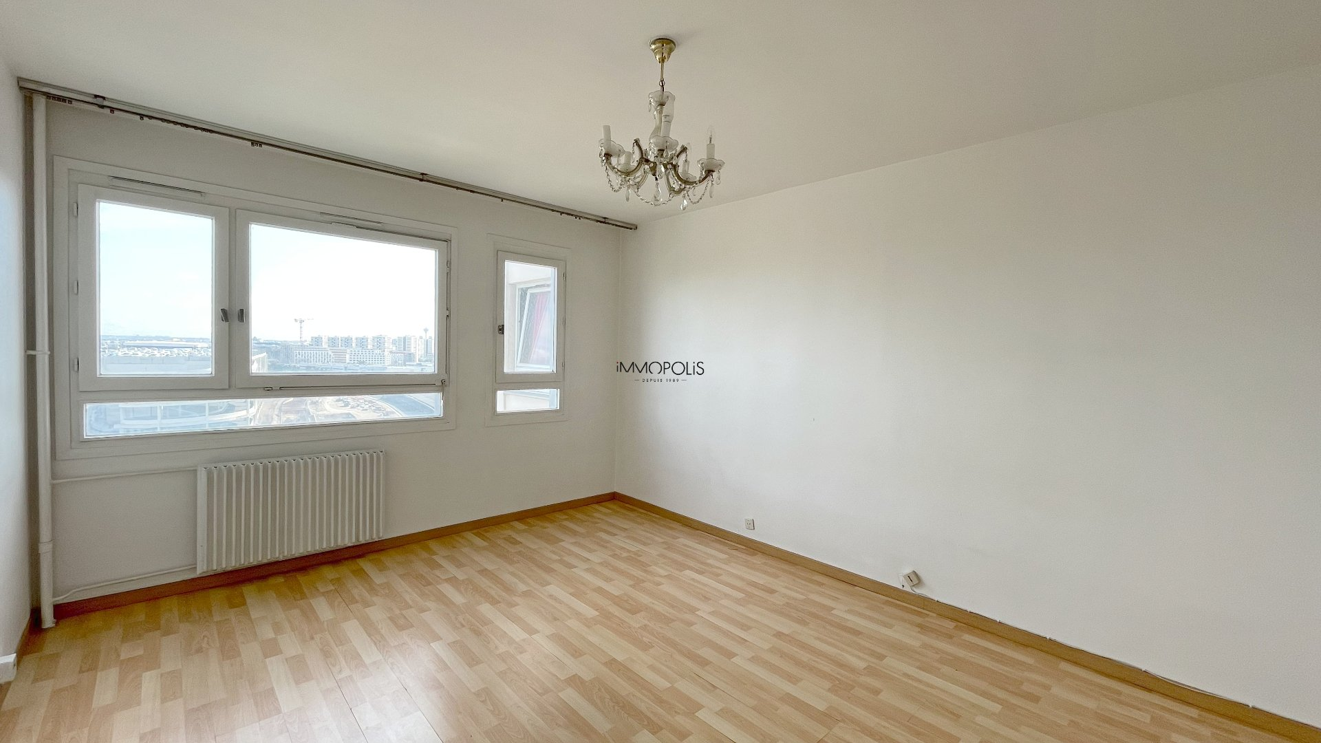 3 room apartment with unobstructed view of 63.45m2 sold with a box! 2