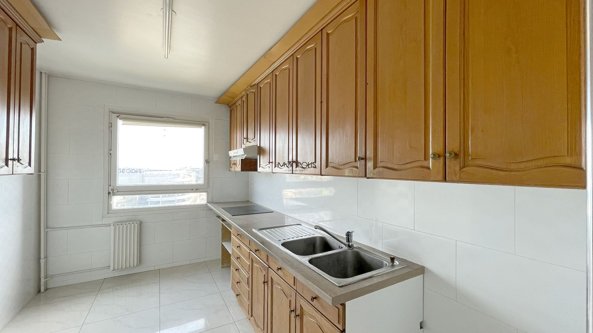 3 room apartment with unobstructed view of 63.45m2 sold with a box! 3