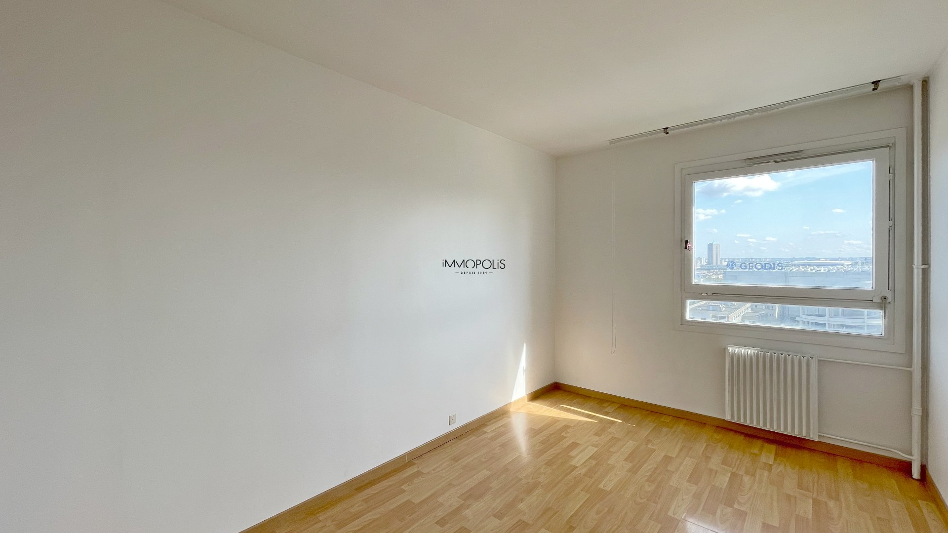 3 room apartment with unobstructed view of 63.45m2 sold with a box! 4