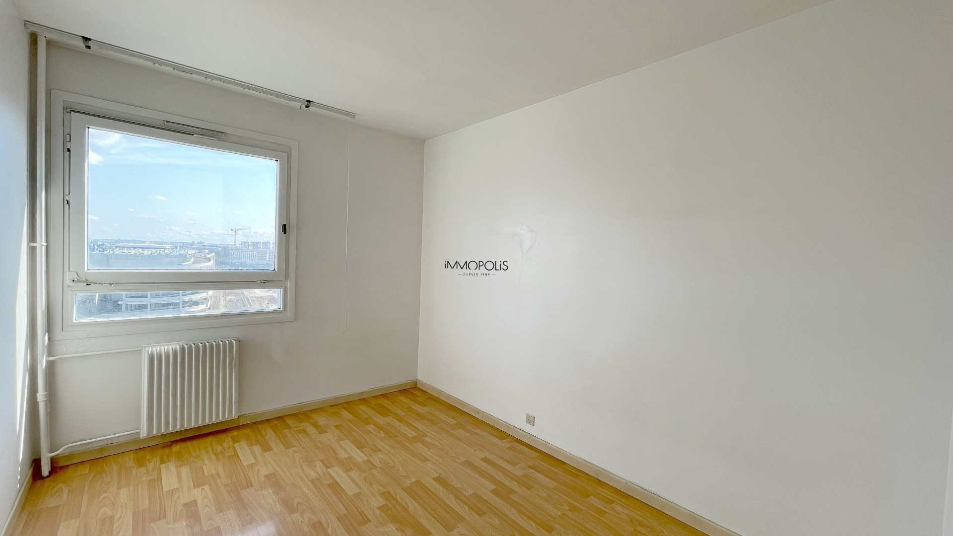 3 room apartment with unobstructed view of 63.45m2 sold with a box! 5