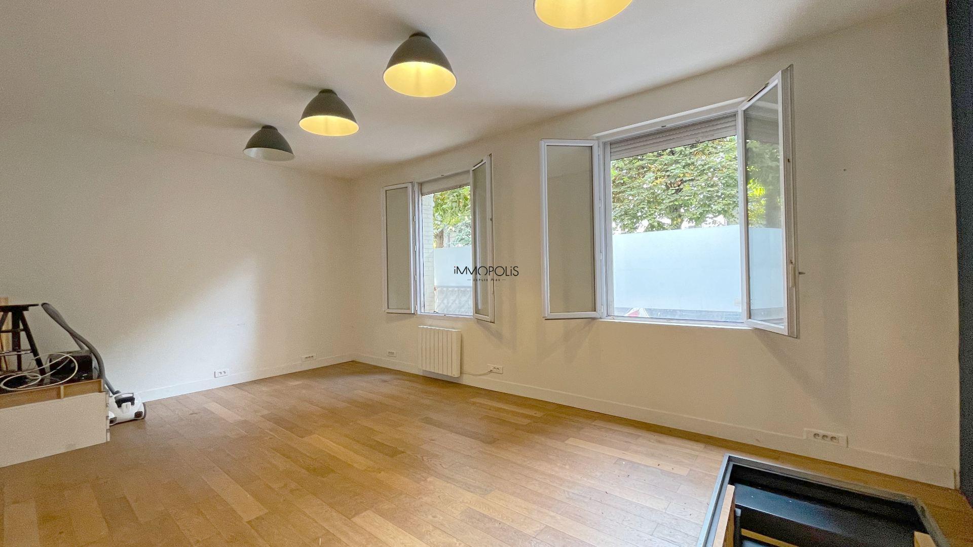 Saint Ouen, district Michelet / Dr. Bauer, in Rue Arboraée Quiet, magnificent souplex «like a house» 2