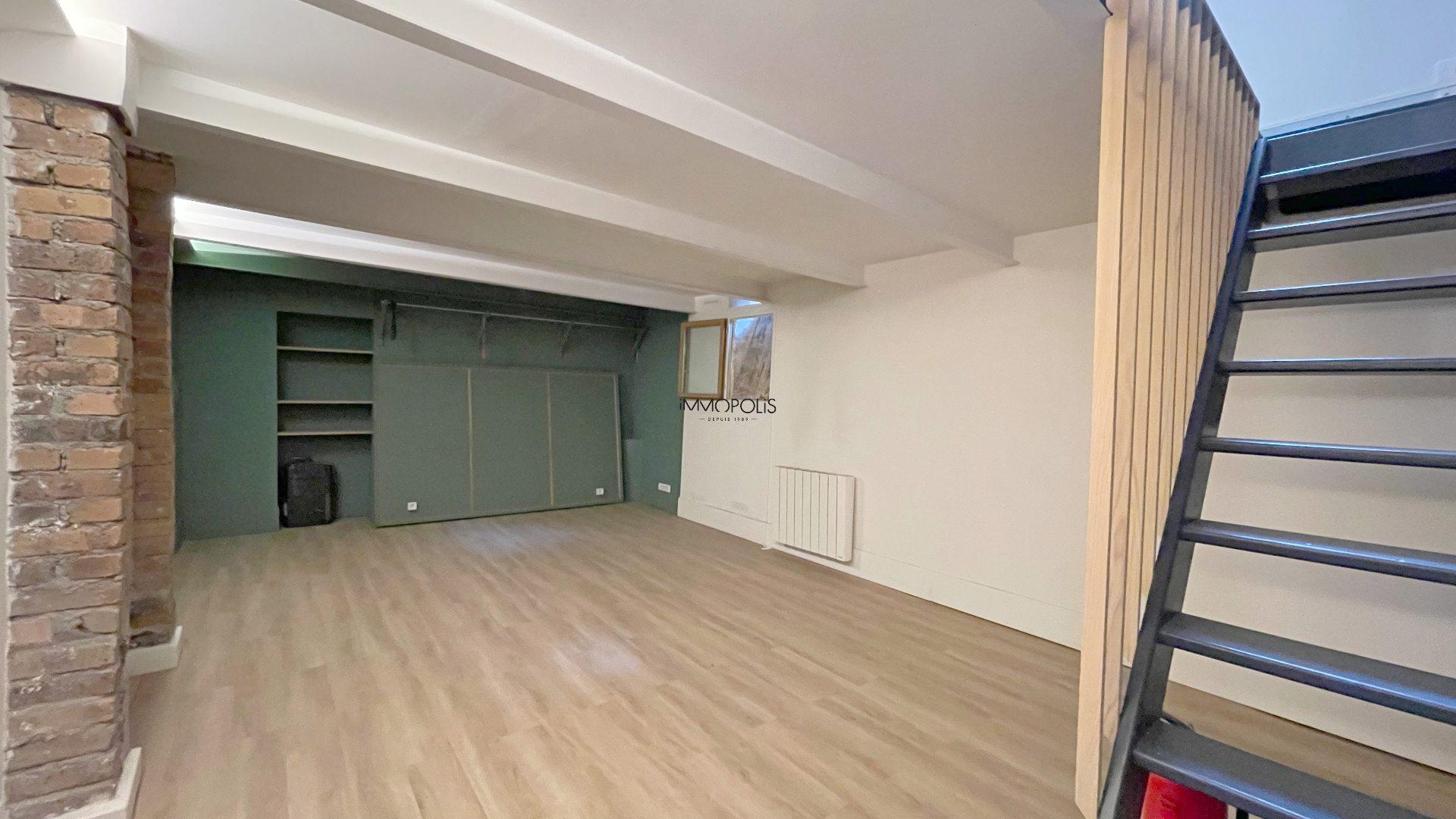 Saint Ouen, district Michelet / Dr. Bauer, in Rue Arboraée Quiet, magnificent souplex «like a house» 8