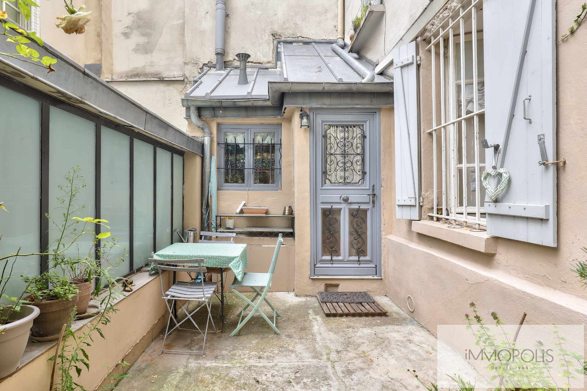 Montmartre, rue Gabrielle, beautiful 2 rooms completely renovated with stones, bricks and exposed beams: like a house! 3